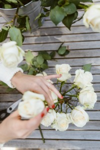 how-to-make-a-rose-floral-arrangement-3-612x918