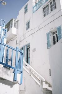 Lace_up_Blouse-Ralph_Lauren-Soludos_Espadrilles-Soludos_Escapes-Skirt-Straw_Hat-Canotier-Lack_Of_Color-Street_Style-Mykonos-Greece-Collage_Vintage-111-1